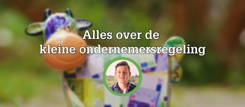Spaarpot waar geld in gestopt word, voorgrond Ruud Hoevenaar auteur blog in cirkel