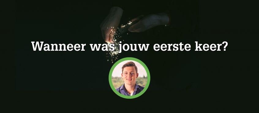 Vuurwerk dat afgestoken wordt, voorgrond Ruud Hoevenaar auteur blog in cirkel