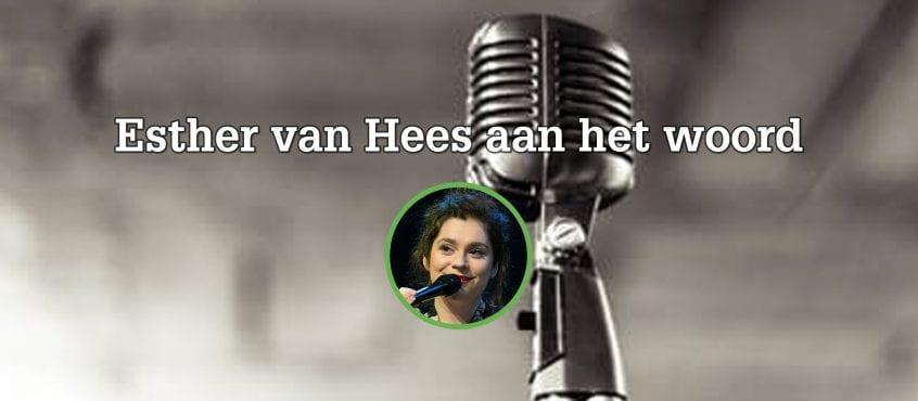 Oude microfoon, Esther van Hees op voorgrond in cirkel als auteur blog